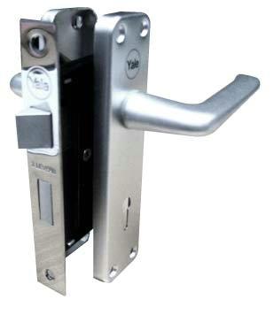 กุญแจมือจับประตูรั้ว