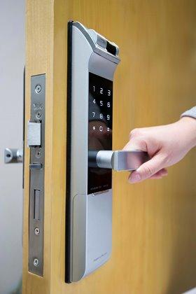 Yale ydm 4109(silver) fingerprint+password+key digital door lock.
